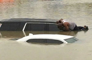 flood-houston-carsubmerged