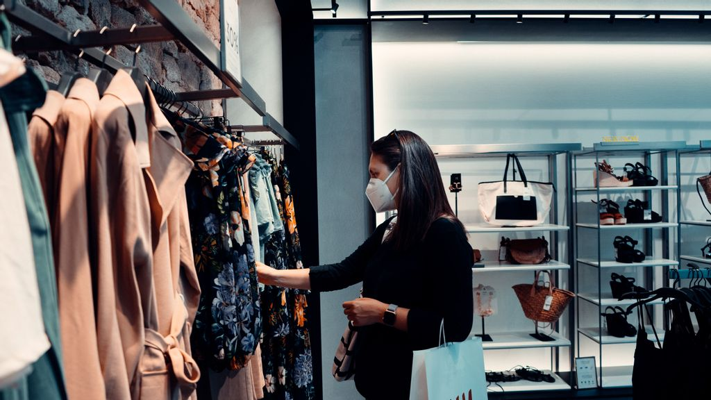 U.S. retail sales dropped more than 1 percent in July, as consumers are expressing concerns over the Delta variant and coronavirus stimulus spending dries up. (a href=https://unsplash.com/@arturoreyuArturo Rey/u/a/Unsplash)